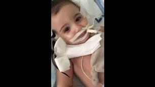 Her åpner Marwa (1) øynene etter å ha vært i koma i tre måneder