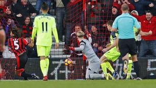 Her fullbyrder Aké Bournemouths comeback