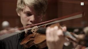 Da lille Joakim sa han ville begynne å spille fiolin, grøsset mamma på ryggen