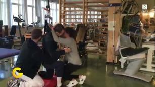 16. mai ble Michael lam. Her får han hjelp av fysioterapeuten til å fri.