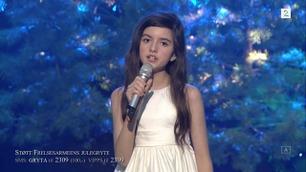 Angelina Jordan synger juleklassikeren «White Christmas»