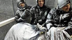 Se de utrolige bildene: Gutta på benken fikk kjørt seg da snøstormen kom