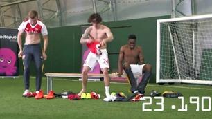 Premier Leaks: Arsenal-spillerne i helsprø konkurranse - hvem kan kle seg raskest?