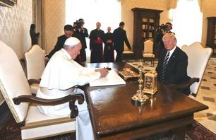 Her møtes Donald Trump og Pave Frans