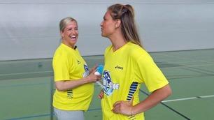 Heidi Løke er tre dager over termin, men holder seg ikke unna håndballen