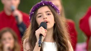 Angelina (11) synger Elvis-klassiker