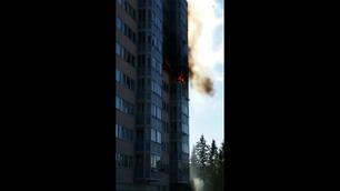 Boligblokk i brann – elleve til sykehus med røykskader