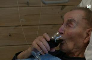 Norges eldste mann (107) røykte 60 sigaretter om dagen og drikker vin hver dag