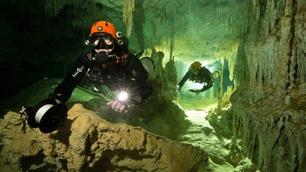 Oppdaget verdens største undersjøiske grotte full av arkeologiske skatter