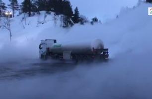 Tankbil stoppet med solid overlast - slik løste sjåføren problemet