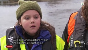 Lilly (10) er i Norge for å rydde plast fra strendene