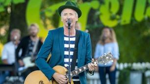 Morten Abel synger en av tidenes allsang-låter «Tore Tang».