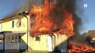 Ladet elbil i vanlig stikkontakt – huset totalskadd i brann
