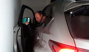 Knut Jarle kan kjøre inn i garasjen, men han kommer seg ikke ut igjen