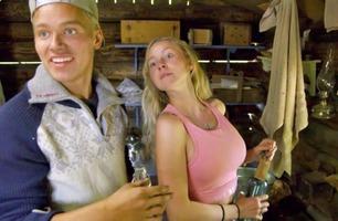 Her blir Erik og Martine tatt på fersken