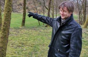 NRK-profilens frontrute ble knust av en golfball – måtte betale for skaden selv