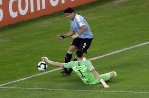 Luis Suárez latterliggjøres for å ha krevd hands på dette