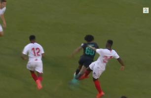 Direkte rødt etter grusom takling på Liverpool-talent