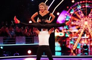 Emilie med sexy Grease-dans: – Dere bare rocker gulvet