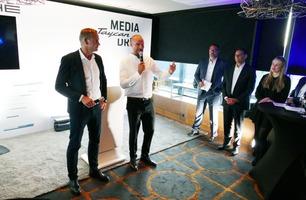 Aksel Lund Svindal blir Porsche-ambassadør – her signerer han kontrakten