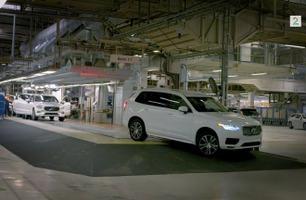 Selvkjørende Volvo XC90: Her ruller den første av samlebåndet