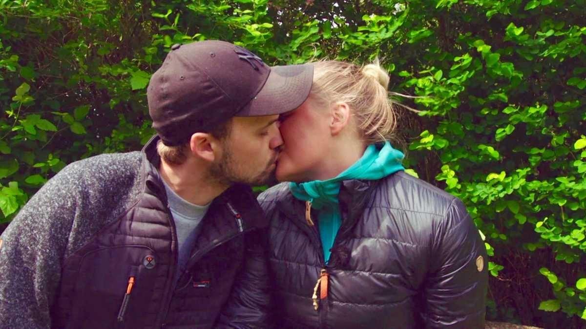 Dating kyssing og kjærlig spill