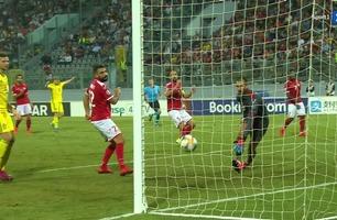 En uheldig Agius setter ballen i eget mål