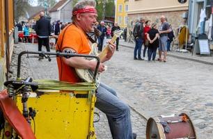 Rune (49) i Norske Talenter: – Å være gatemusikant var vanskeligere enn jeg trodde