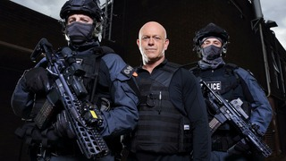 Ross Kemp and the Armed Police