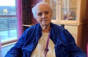 Esther (97) fikk sjokkbeskjed – må vente tre år på høreapparat