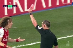 Jorginho scorer på straffe etter at David Luiz får se det røde