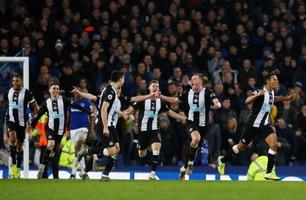 Utrolig drama da Newcastle-innbytteren scoret to mål på overtid