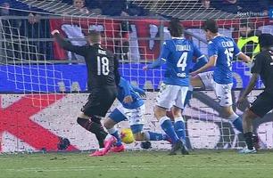 Ante Rebic krangler inn 1-0 for Milan