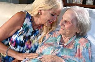 Her er Gunilla tilbake hos sin demente mor i LA