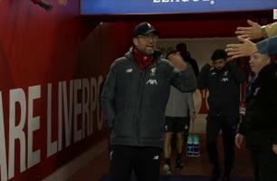 Publikum strakk hendene ut til Liverpool-spillerne - Klopp raste