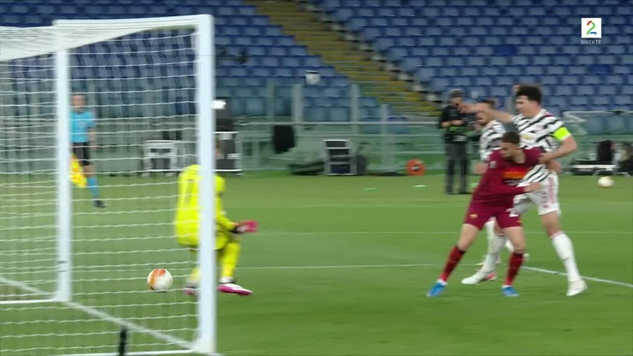Roma opp i 3-2 etter Telles-selvmål