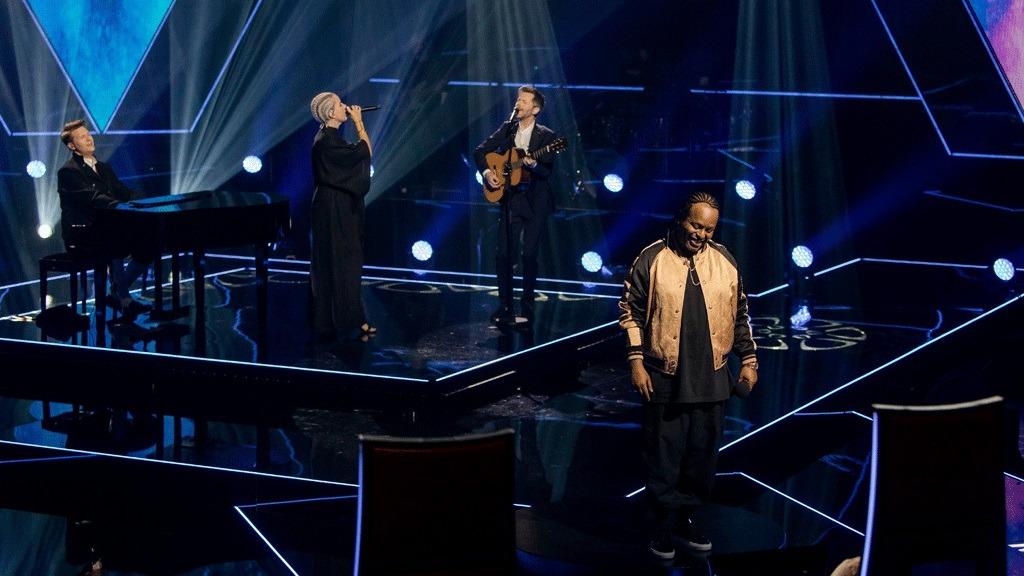 Mentorene åpnet finaleshowet av The Voice