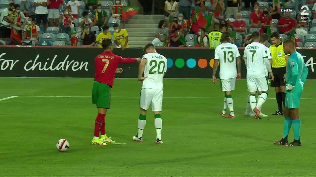 Ronaldo labbet til motspiller - brenner det påfølgende straffesparket