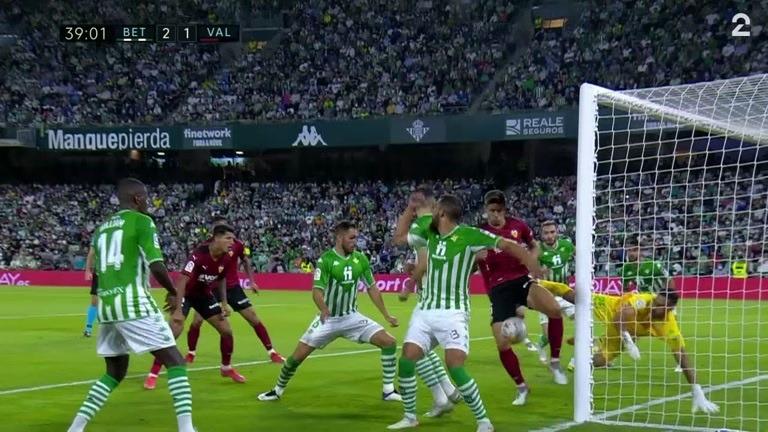 Mål: Gabriel Paulista (VAL) 2-1 (39)