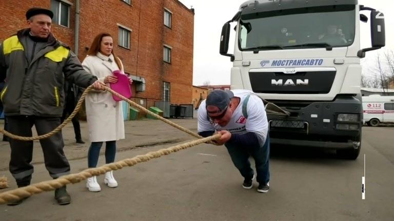 """Verdensrekord: Her trekker """"den russiske Hulken"""" 53 tonn (!)"""